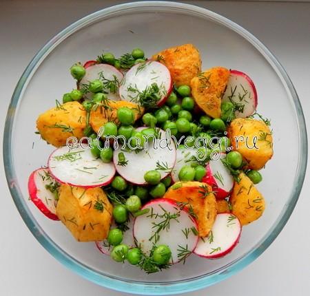 Весенний салат из молодого картофеля с редисом и зеленым горошком, рецепт с фото пошаговый