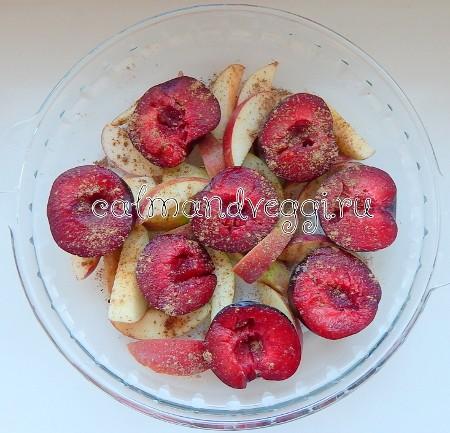 Запеченные сливы с яблоками и сиропом рецепт