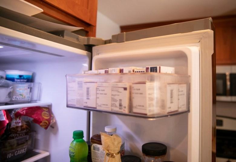 """Un alijo de insulina en el estante superior del refrigerador en la casa de Tuominen en Livermore. """"Tendemos a acumular"""", dijo. Foto de Anne Wernikoff, CalMatters"""