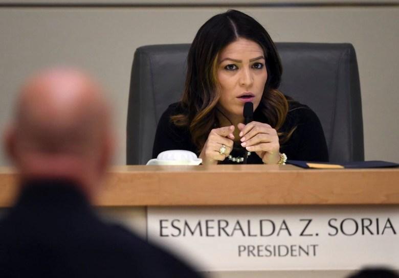 La presidenta del Concejo Municipal de Fresno, Esmeralda Soria, hace un comentario durante una reunión del Concejo, el 15 de febrero de 2018. Foto de John Walker, The Fresno Bee