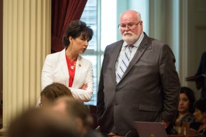 Sen. Jim Beall, seen conferring with Sen. Connie Leyva, gave the new law a thumbs-up. CALmatters photo by Max Whittaker