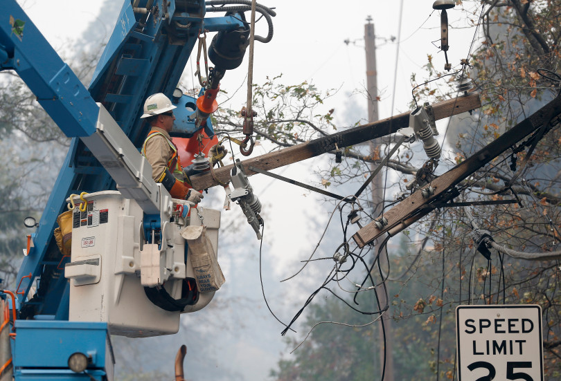 PARADISE, CA - NOVEMBER 10: PG&E crews remove power lines damaged by fire off Bille Road in Paradise, Calif., on Saturday, Nov. 10, 2018. The Camp Fire is so far the most destructive wildfire in California history. (Jane Tyska/Bay Area News Group)