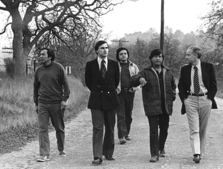 Gov. Jerry Brown with Cesar Chavez and aides at La Paz, the UFW headquarters, in 1975. Photo by Jon Lewis, Farmworker Documentation Project