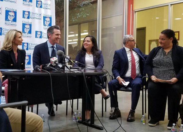 Gov. Gavin Newsom and his wife, Jennifer Siebel, at a Los Angeles clinic founded by Salvadorans where he discussed his upcoming trip to El Salvador. Photo by Elizabeth Aguilera for CALmatters