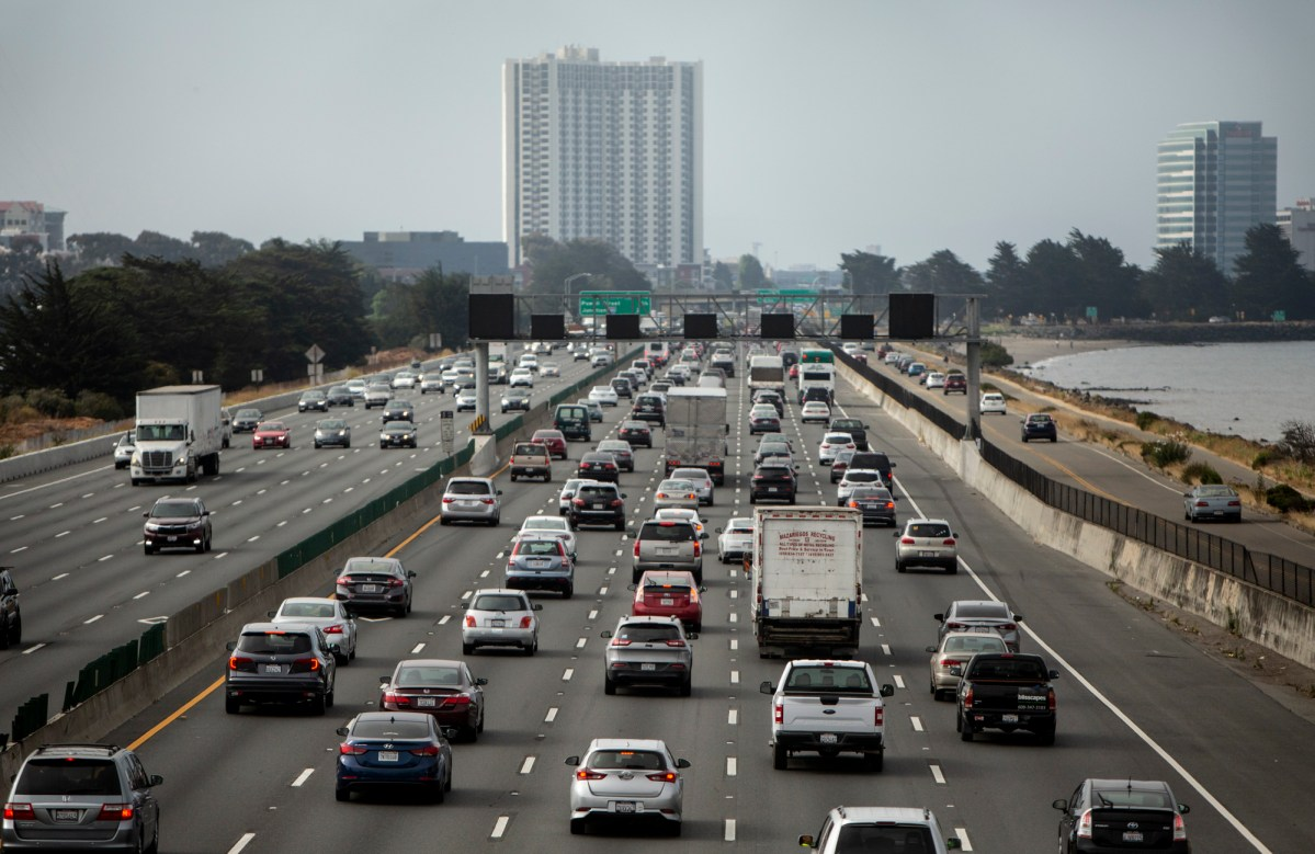 Morning commuters head westbound on route 580 toward Oakland on July 22, 2019. Photo by Anne Wernikoff/CalMatters