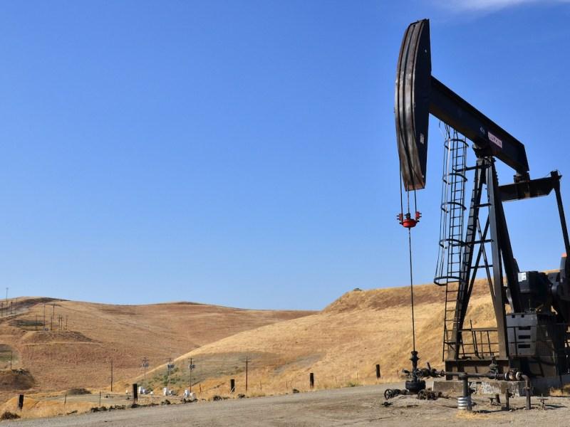 An oil derrick in Bakersfield, Kern County.