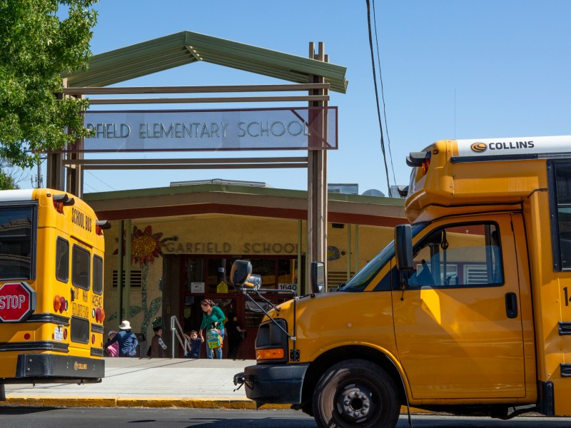 School buses line up outside of Garfield Elementary School in Oakland at the end of the day for pickup on September 6, 2019. Photo by Anne Wernikoff for CalMatters