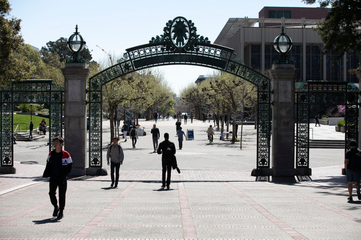 A few students walk through Sproul Plaza, normally bustling with student organization tables, on March 12, 2020. UC Berkeley suspended most in-person classes beginning on Tuesday of this week due to Coronavirus concerns. Photo by Anne Wernikoff for CalMatters