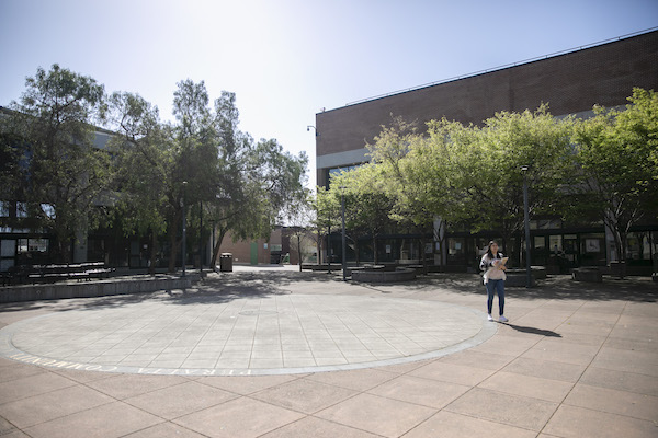 Laney College campus is quiet after moving all instruction off campus starting earlier this week in the wake of coronavirus concerns on March 13, 2020 in Oakland. Photo by Anne Wernikoff for CalMatters
