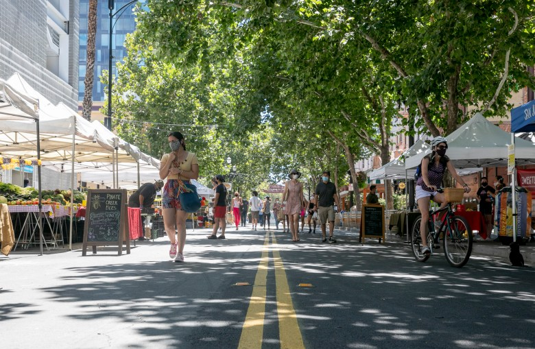 Shoppers and vendors wear masks while at the Downtown San Jose farmer's market on August 14, 2020. Photo by Anne Wernikoff for CalMatters