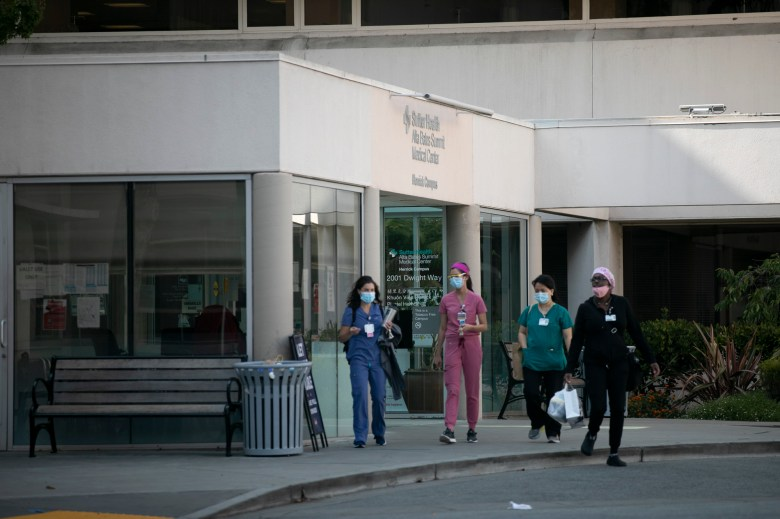 Hospital employees leave Alta Bates Hospital in Berkeley on August 24, 2020. Photo by Anne Wernikoff for CalMatters
