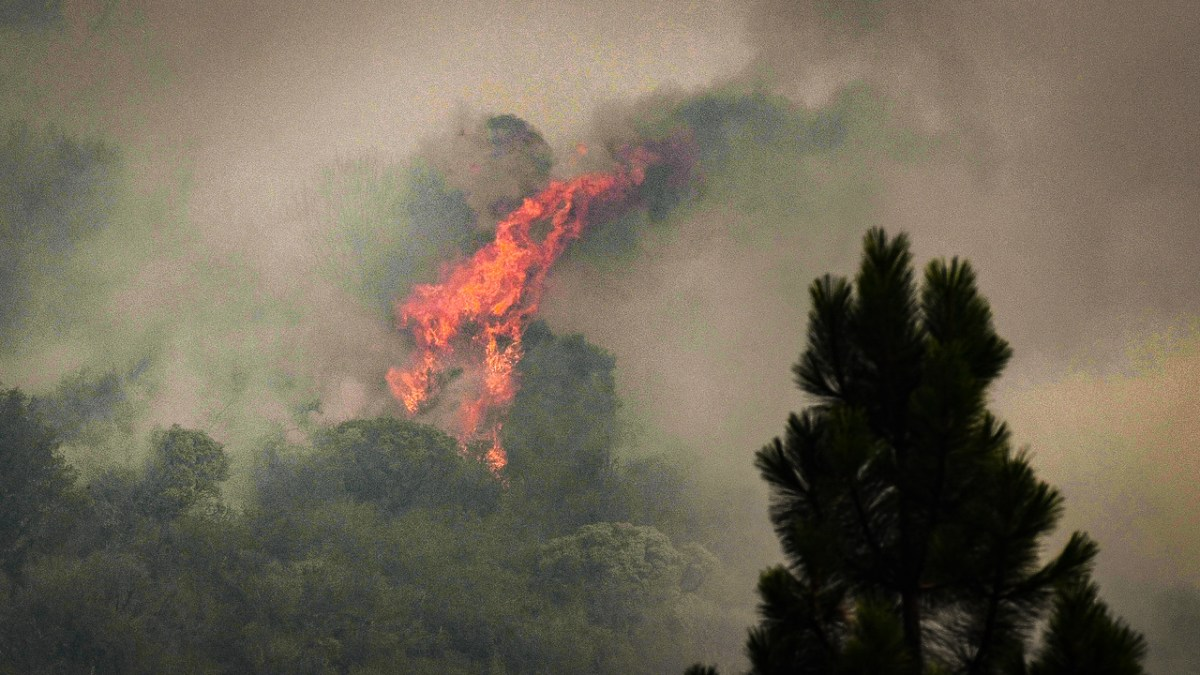 Flames erupt on a smoky hillside near the Pierpoint area of the upper Tule Recreation Area east of Springville on Tuesday, Sept. 15, 2020. Photo by Craig Kohlruss, The Fresno Bee