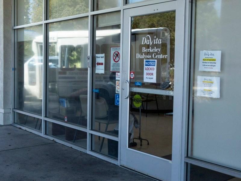 El exterior de un centro de diálisis de DaVita en Berkeley el 13 de septiembre de 2019. Fotografía de Anne Wernikoff para CalMatters