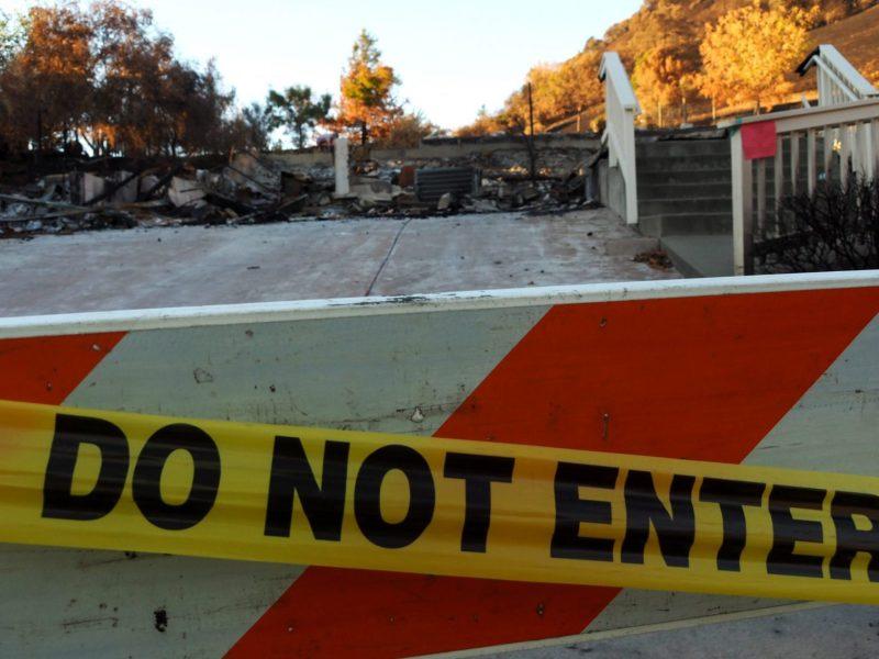 Una de las 1,555 estructuras que el incendio Glass Fire dejó en su camino de destrucción. Fotografía de Marco Torrez