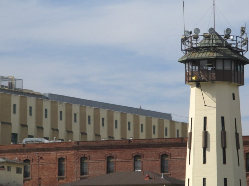 Foto de la prisión estatal de San Quentin a través de iStock