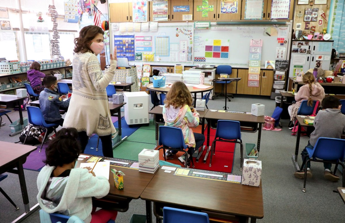 Alisal Elementary School first grade instructor Erin Salcido teaches class on March 4, 2021, in Pleasanton. Photo by Aric Crabb, Bay Area News Group