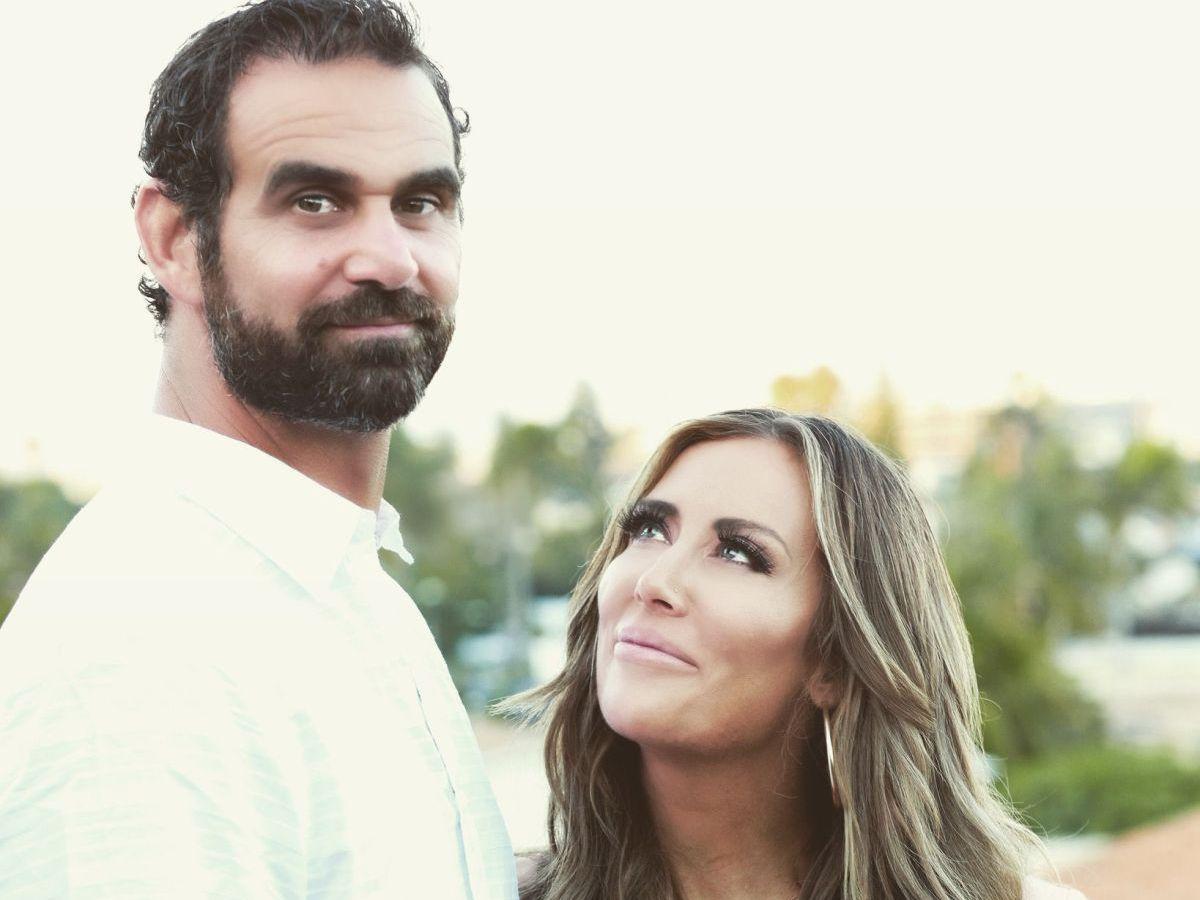 Ex Navy SEAL y fundador y presidente de VETS Inc. Marcus Capone y su esposa Amber. Foto cortesía de los Capones.