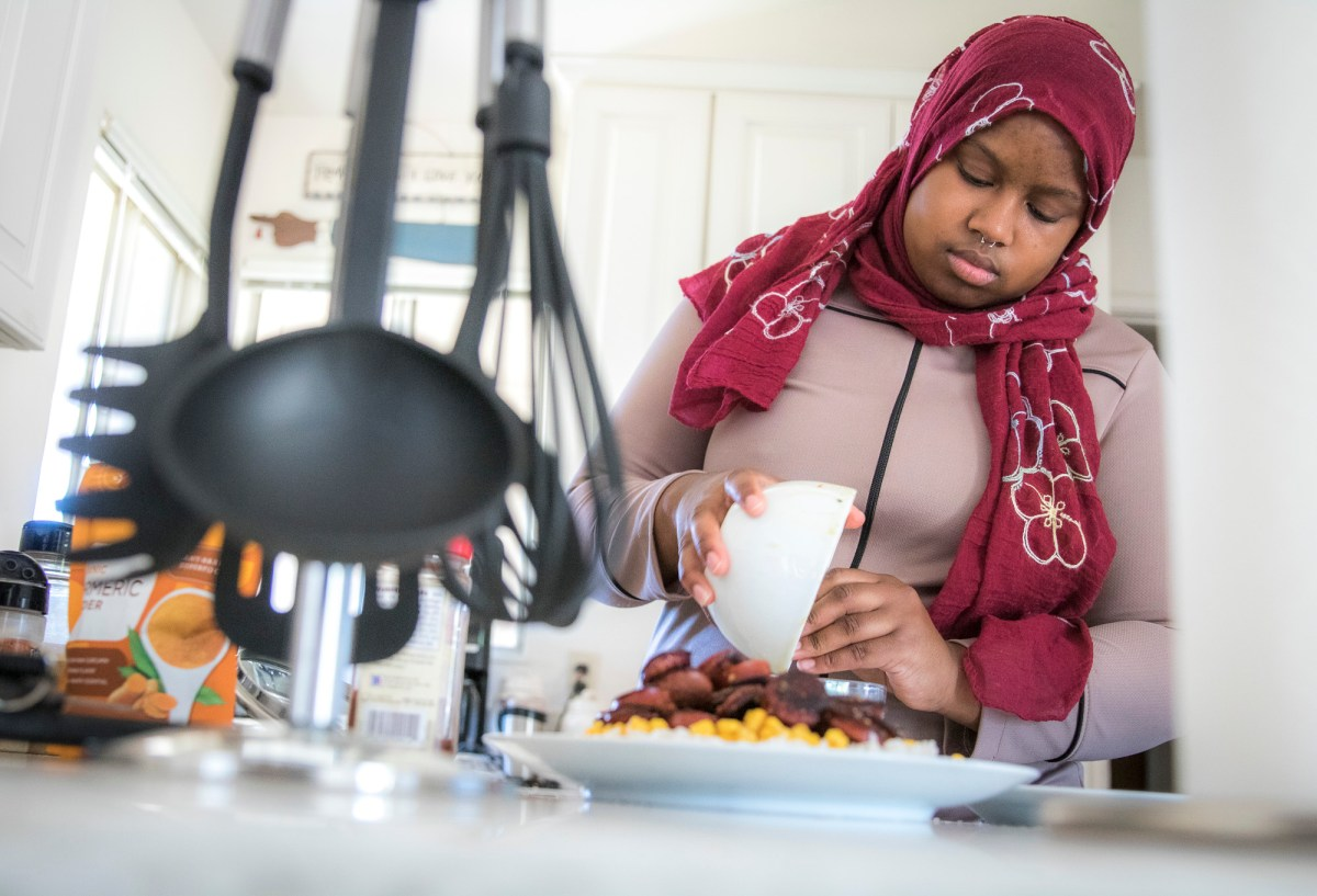 Sacramento State student Madeline Waters prepares a meal, in her Sacramento home with ingredients provided by CalFresh on Tuesday, June 1, 2021. Photo by Rahul Lal for CalMatters College Journalism Network