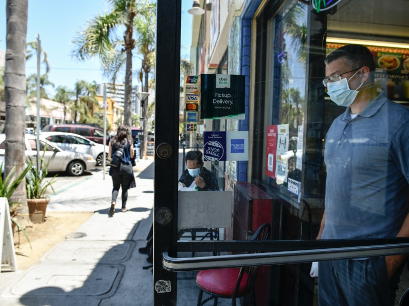 Customers at Wa Wa Restaurant in Long Beach are wearing masks. The CDC now advises vaccinated people in areas with high COVID infection rates to wear masks. Photo by Pablo Unzueta for CalMatters