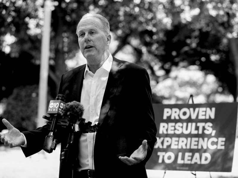 Republican gubernatorial recall candidate Kevin Faulconer holds a press conference to announce his plan for wildfire prevention, in Sacramento on July 13, 2021. Photo by Anne Wernikoff, CalMatters