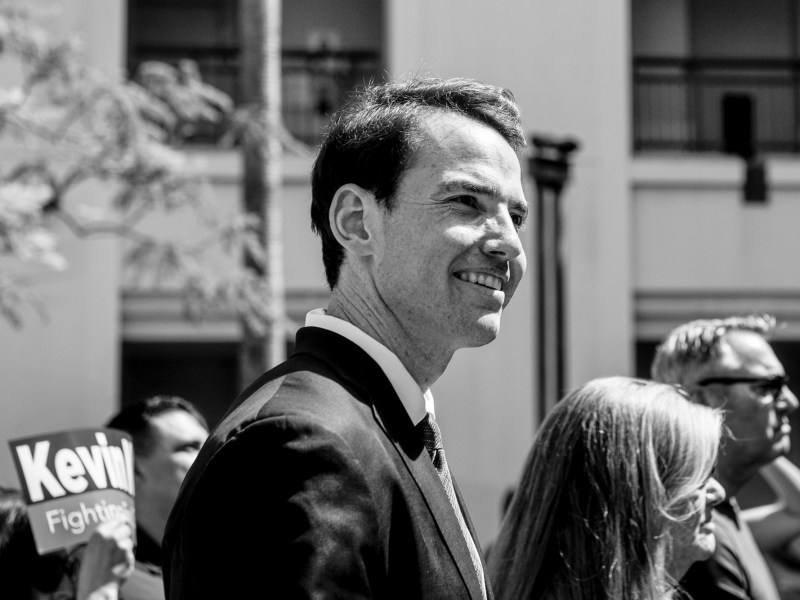 Assemblyman Kevin Kiley, a Republican running in the recall election, stands next to his supporters before giving a speech in Culver City, on July 31, 2021. Photo by Pablo Unzueta for CalMatters