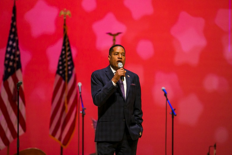 Republican recall candidate Larry Elder speaks during a campaign event at the Paul Shaghoian Concert Hall in Fresno on Aug. 22, 2021. Photo by Larry Valenzuela, The Fresno Bee