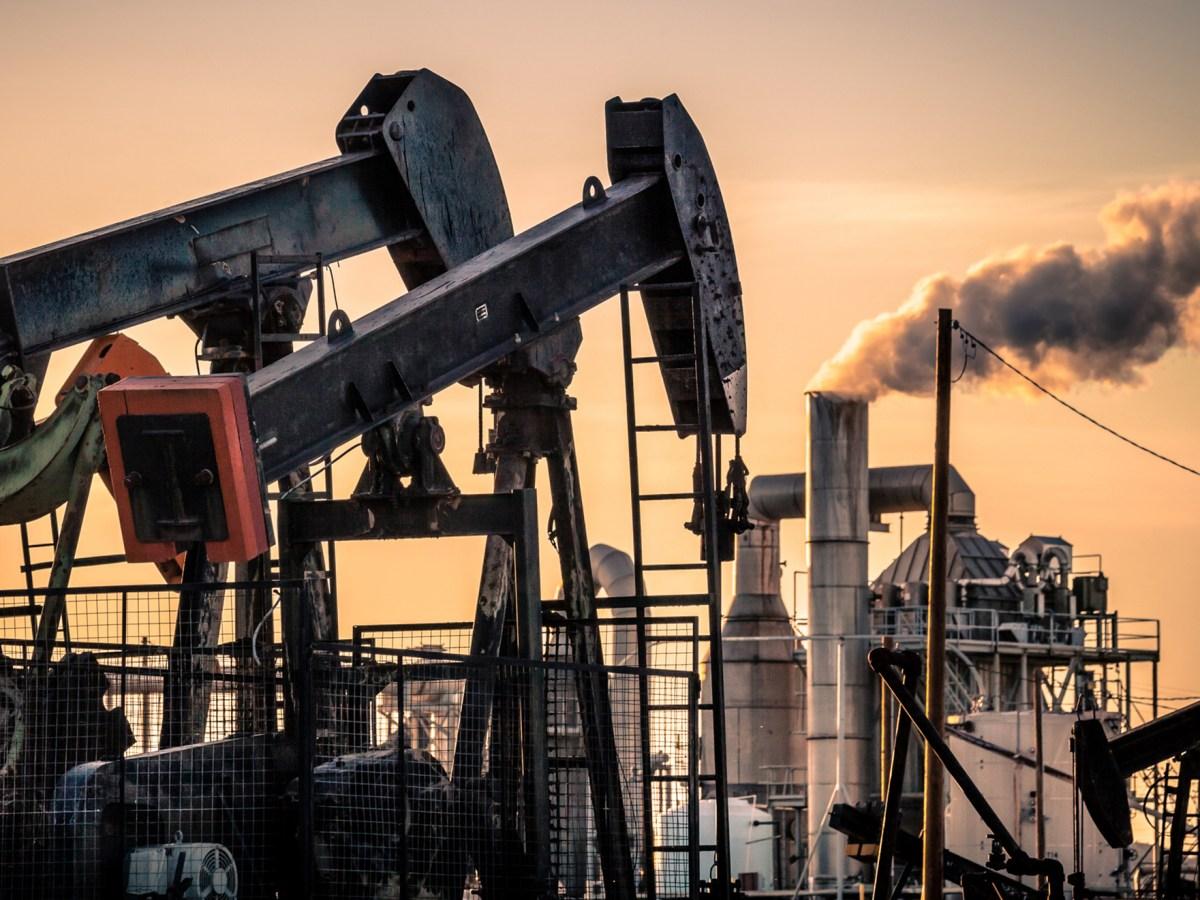Oil pumpjacks near Fellows in Kern County. Photo via iStock