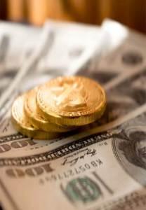 Dinero y monedas de oro