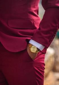 Hombre con reloj de oro