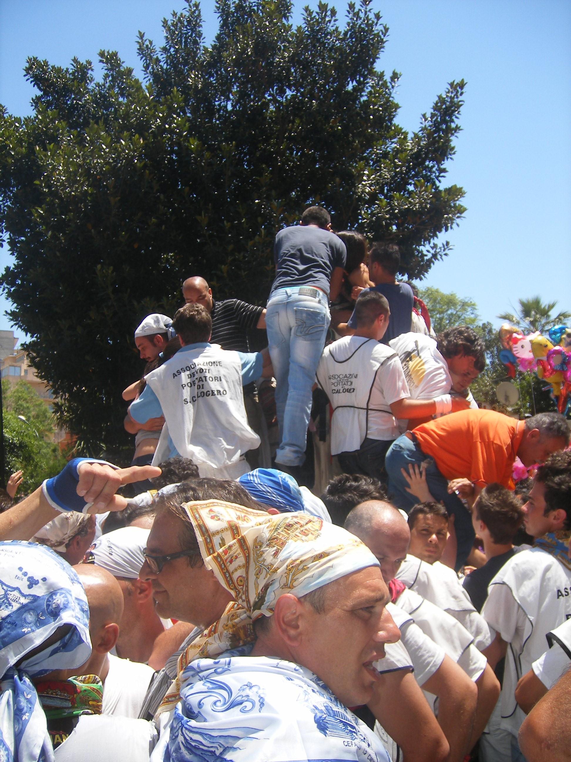 Fedeli e statua di San Calo' - 05.07.09