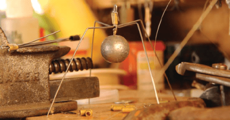 A spider sinker set-up – a homemade cage that suspends a sinker – keeps the weight from getting hung-up and is a great option when back-bouncing. (SCOTT HAUGEN)