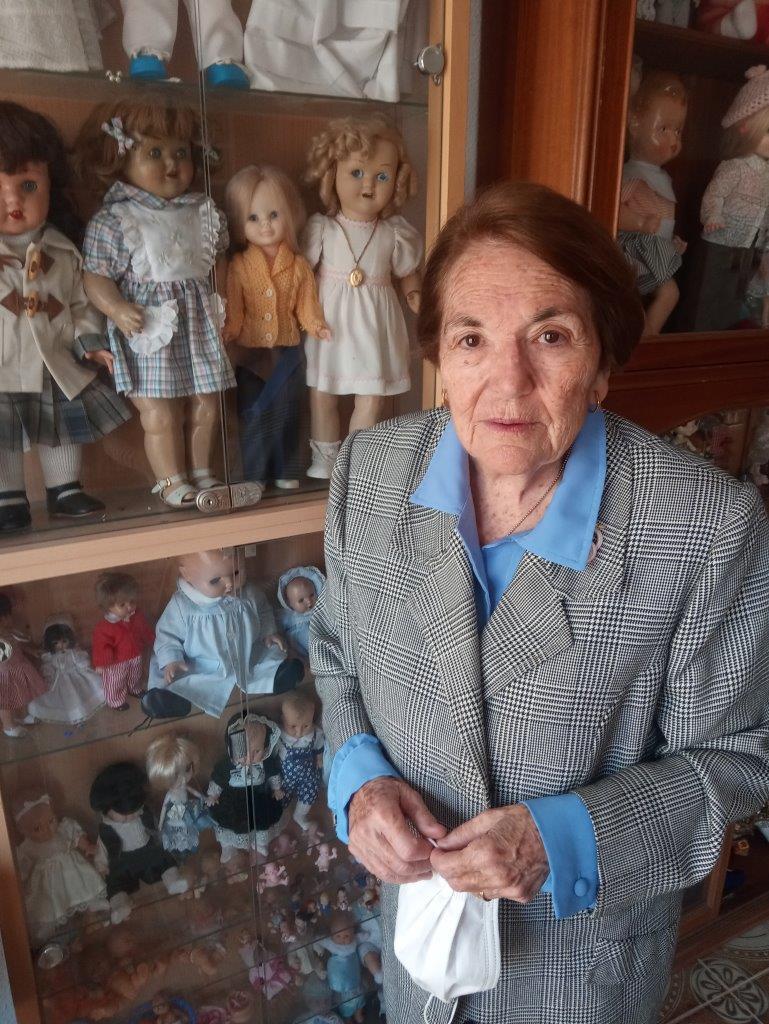 5 Con su colección de muñecas