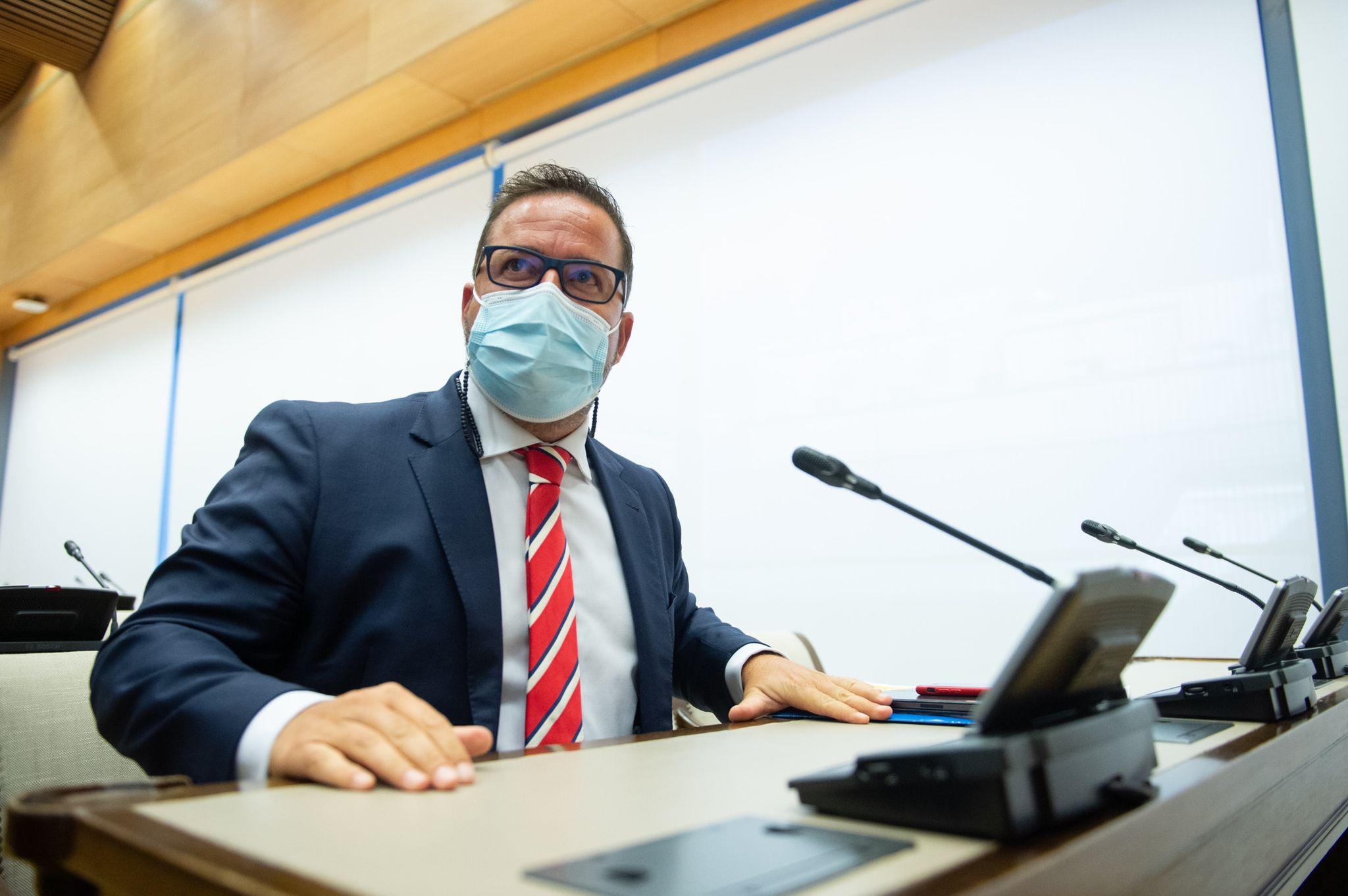 Agustín Almodobar en una comisión de turismo