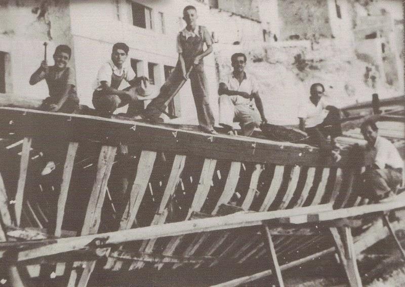 Almadraba niños jugando barco