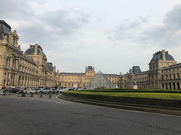 bringing your dog to the louvre pyramid in paris