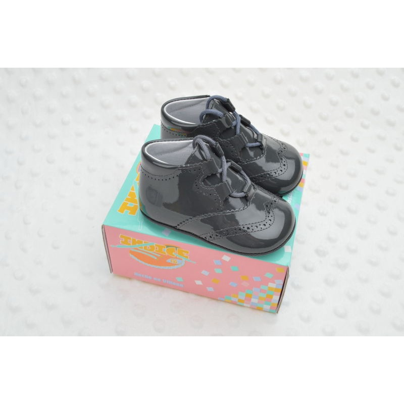 Botitas de beb gris oscuro ndice