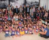 Vereadores recepcionam alunos e servidores da Creche Sara de Souza na Câmara Municipal