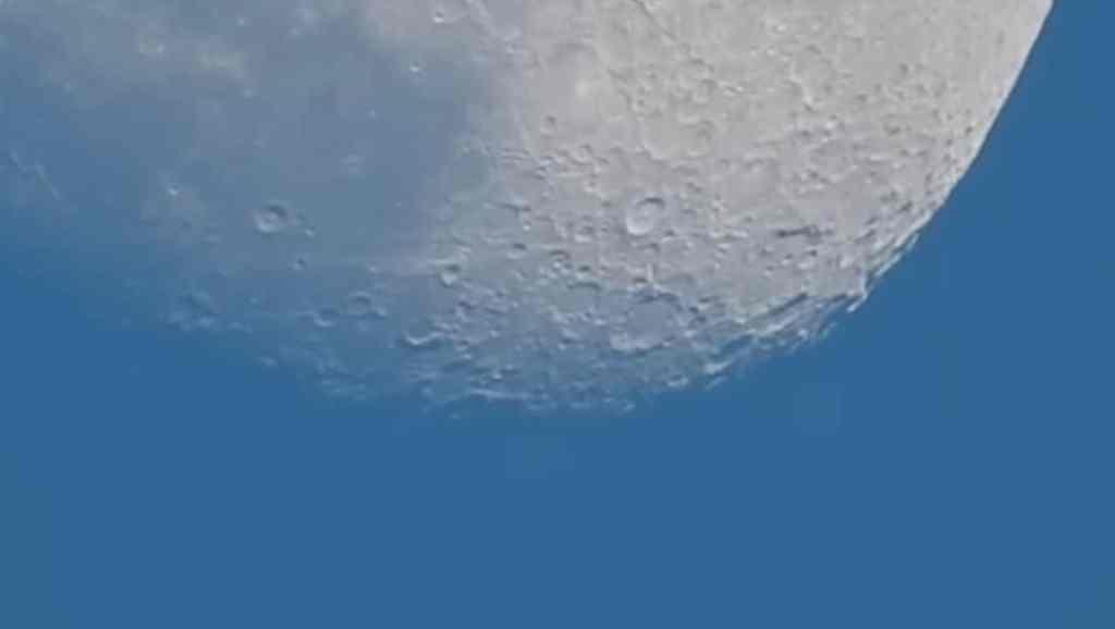 Graban un vídeo de la luna y nos muestran la rotación de la tierra gracias a una Nikon Coolpix P900