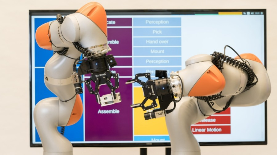 Siemens robots assembling components without specific instructions