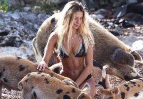 Bella australiana con criaturas exóticas