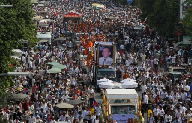 "Tens of thousands of people attend a funeral procession to carry the body of Kem Ley, an anti-government figure and the head of a grassroots advocacy group, ""Khmer for Khmer"" who was shot dead on July 10, to his hometown, in Phnom Penh, Cambodia July 24, 2016. REUTERS/Samrang Pring"
