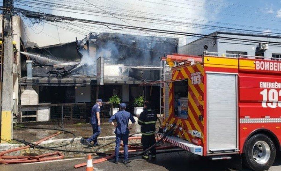 Incêndio destruiu restaurante na Praia Brava