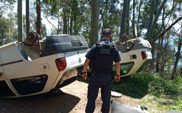 Carros furtados foram encontrados capotados no Interpraias
