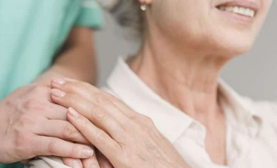 Central Nacional Unimed oferece curso profissionalizante gratuito e online para cuidador de idosos em todo o país