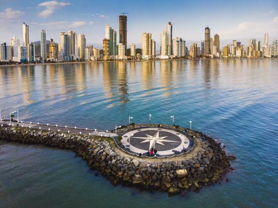 Molhe da Barra Sul: um dos pontos mais frequentados na cidade