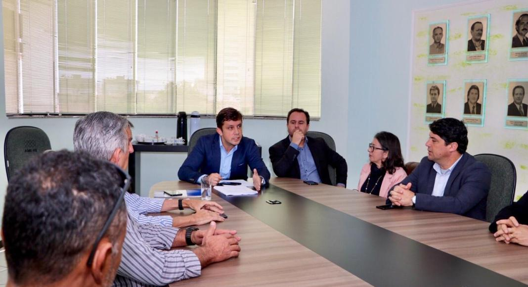 AMFRI discute sobre uso de aplicativos de transporte na região