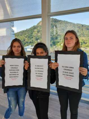 Conscientização sobre o abuso na Passarela da Barra 3