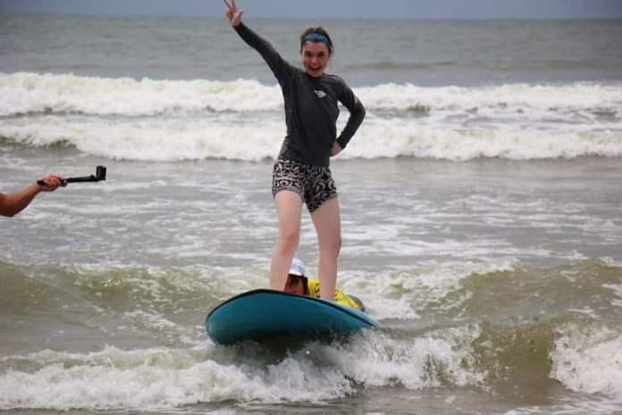 Mais de 200 crianças participaram do Festival Nacional de Surf para Autistas 2