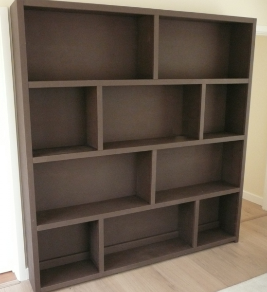 Seamless and staggered Shelving