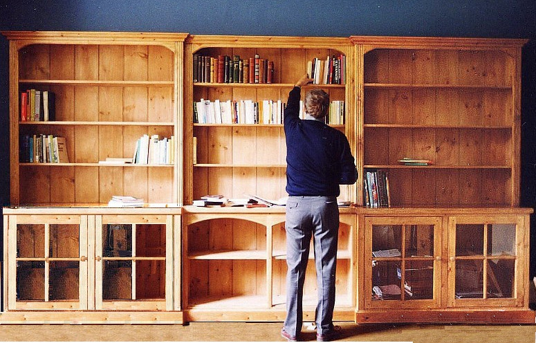 Triple section Traditional style Free-standing Pine Bookcase